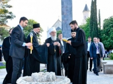42 Споменик браниоцима Требиња