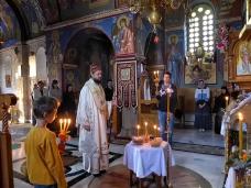 1 Епископ Максим служио Св. Литургију у Манастиру Тврдош