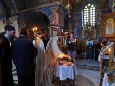 4 Епископ Максим служио Св. Литургију у Манастиру Тврдош