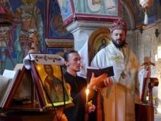 7 Епископ Максим служио Св. Литургију у Манастиру Тврдош