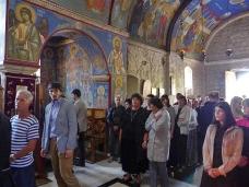 34 Епископ Максим служио Св. Литургију у Манастиру Тврдош