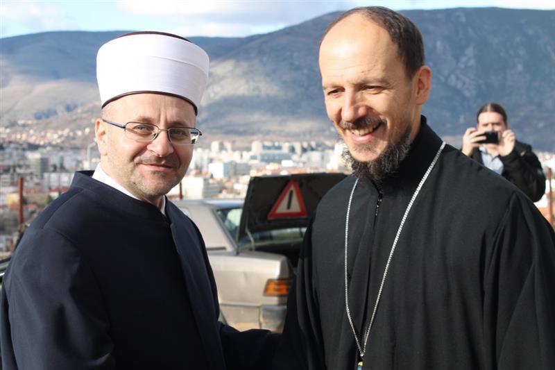 muftija-dedovic-vladiki-dimitriju-urucio-novcanu-donaciju-za-obnovu-saborne-crkve-muftija-dedovic-dimitrije-13_5e04bad6a2c86 (Custom)